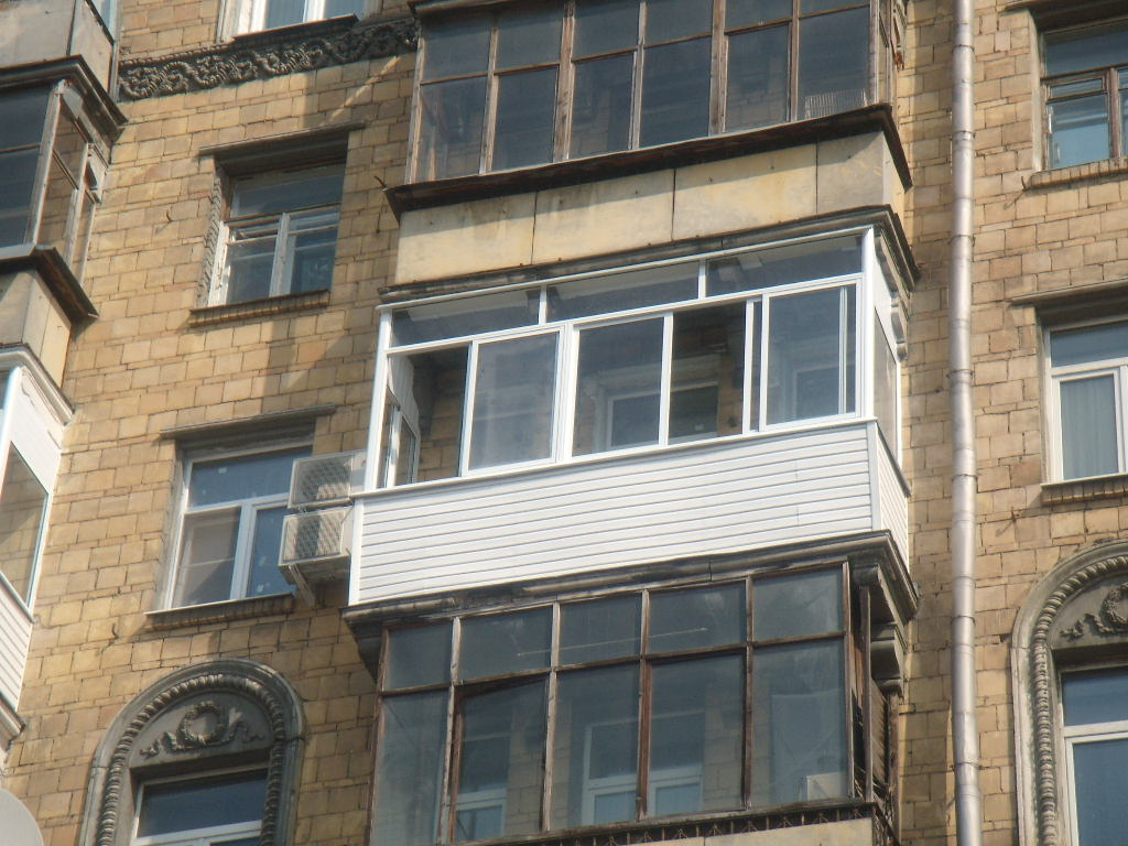 Дешевое остекление балкона