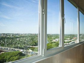 Какая цена на пластиковое остекление балкона?