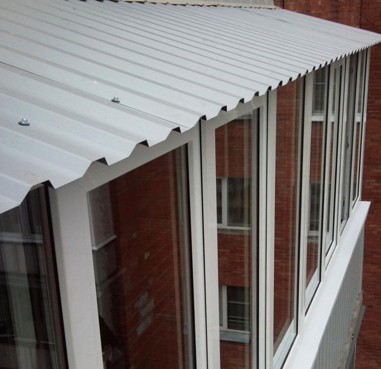 Отделка и монтаж крыши на балконе
