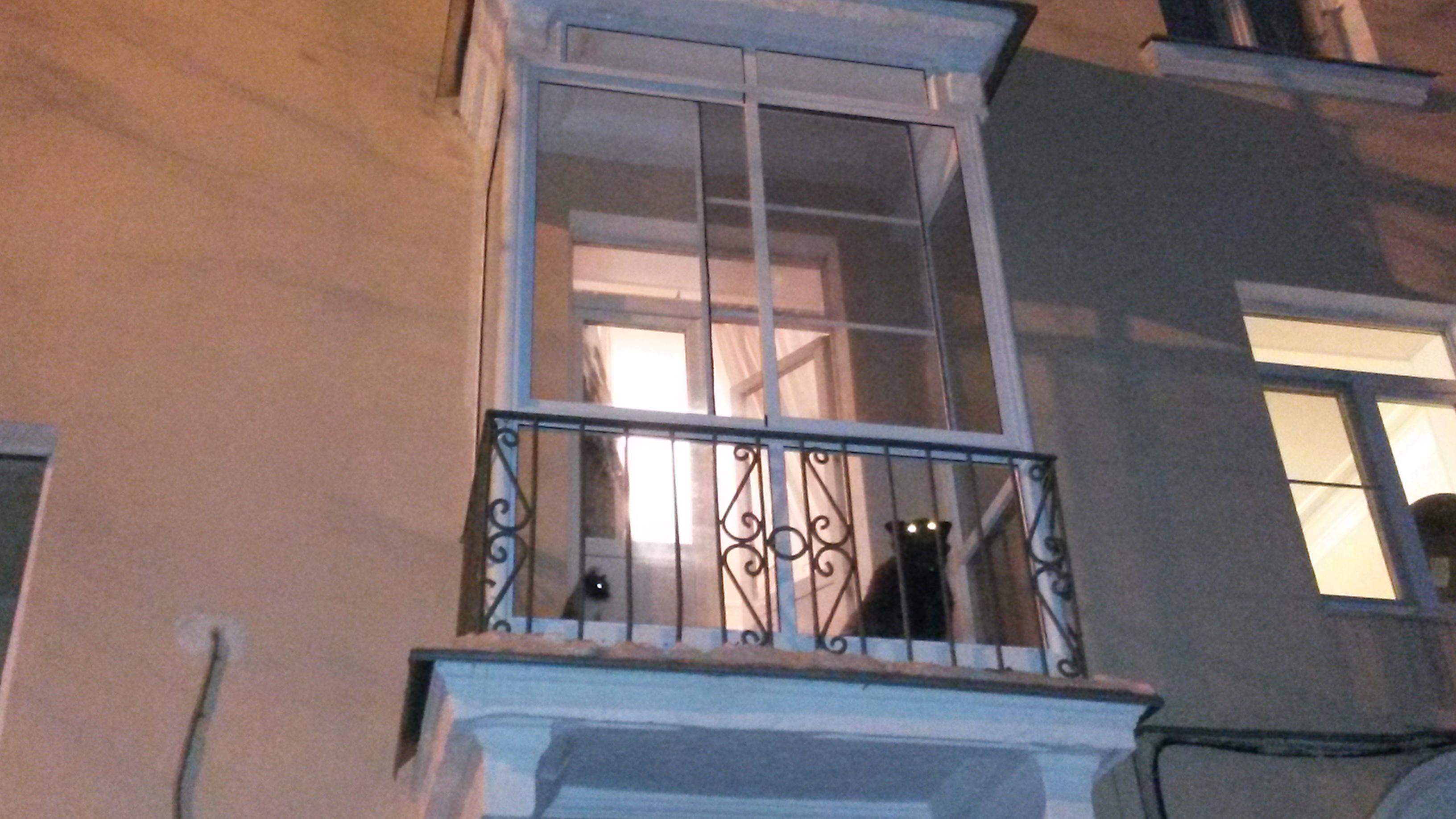 Французский вариант остекления балкона..